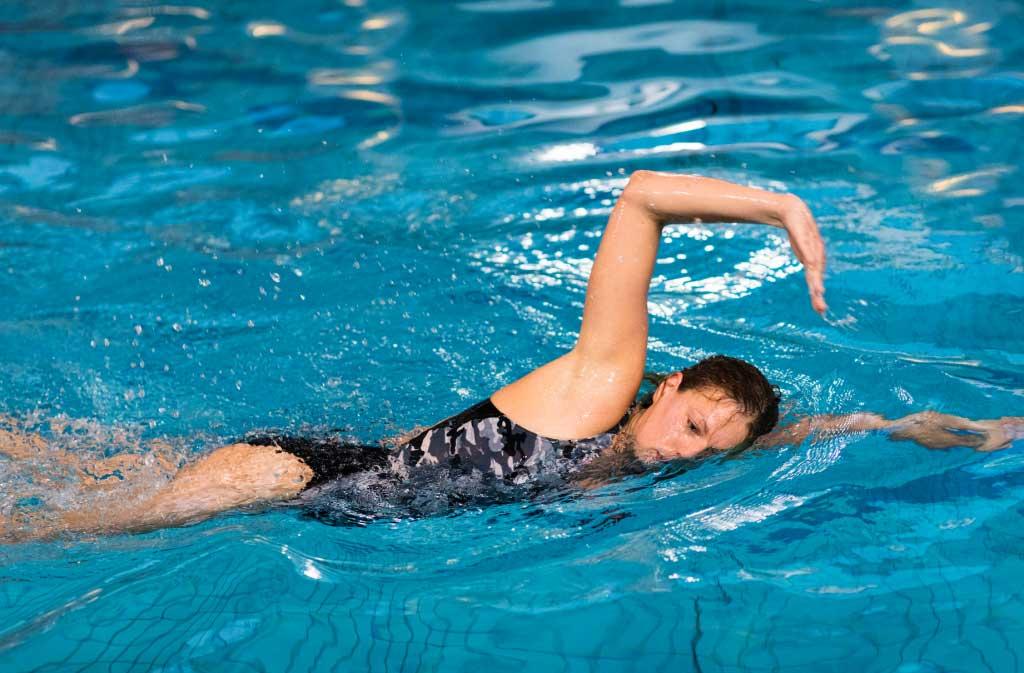 lär dig simma bröstsim