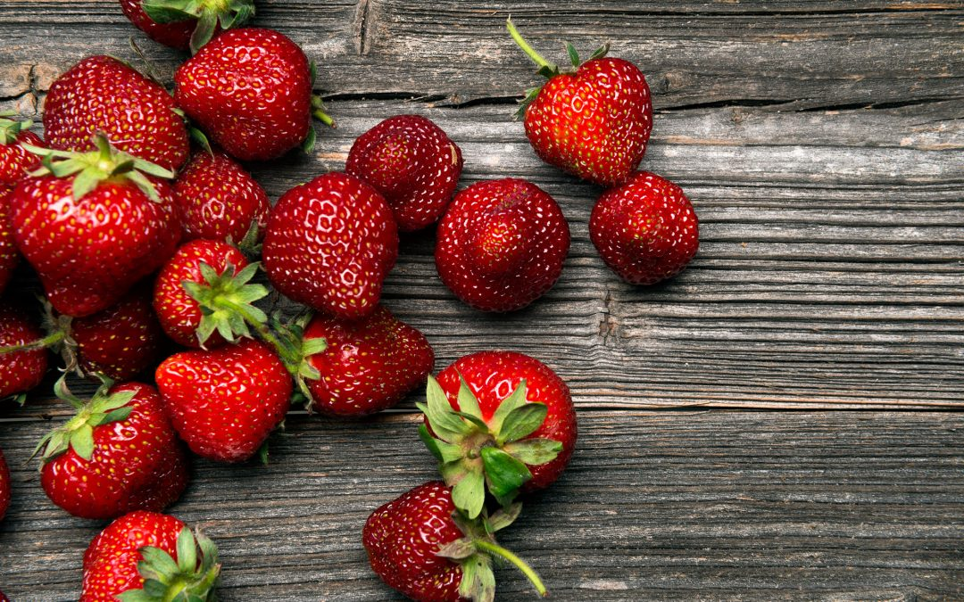 Somriga mellanmål med jordgubbar