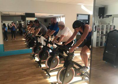 In Pirmasens kämpfen sich die Teilnehmer durch die zweite Disziplin: 15 km Radfahren